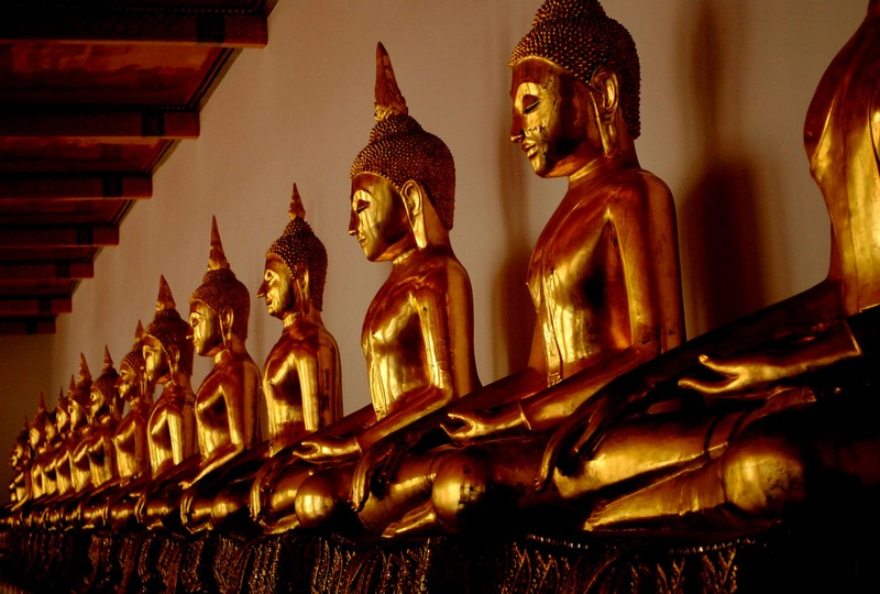 line of bhudda in wat pho